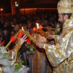 Mii de caransebeşeni au luat Lumină de la Catedrala episcopală