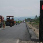 Continuă asfaltarea drumului Maciova – Obreja