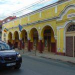 Biblioteca din Caransebeş riscă să rămână doar cu directorul