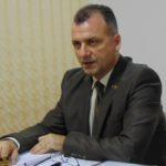 Adrian Cican arată cu degetul spre dr. Gheorghe Borcean