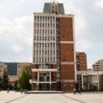 Prefectura îşi suspendă din activităţi
