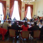 """La Caransebeş, """"Pedagogicul"""" a dat extemporal Consiliului local"""